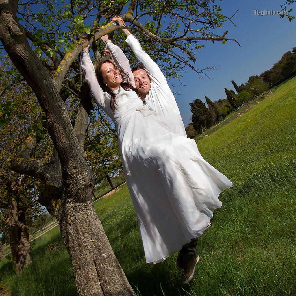 KL-Photo - Fotografiranje vjencanja: Ines i Davor su za svoje fotografije vjencanja odlucili pozirati u prekrasnoj Istri. Fotografirali smo se na nekoliko lokacija, ukljucujuci Arenu u Puli i stijene rta Kamenjak